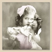 33 x 33 cm Girl with Doll