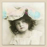 33 x 33 cm Girl with hat